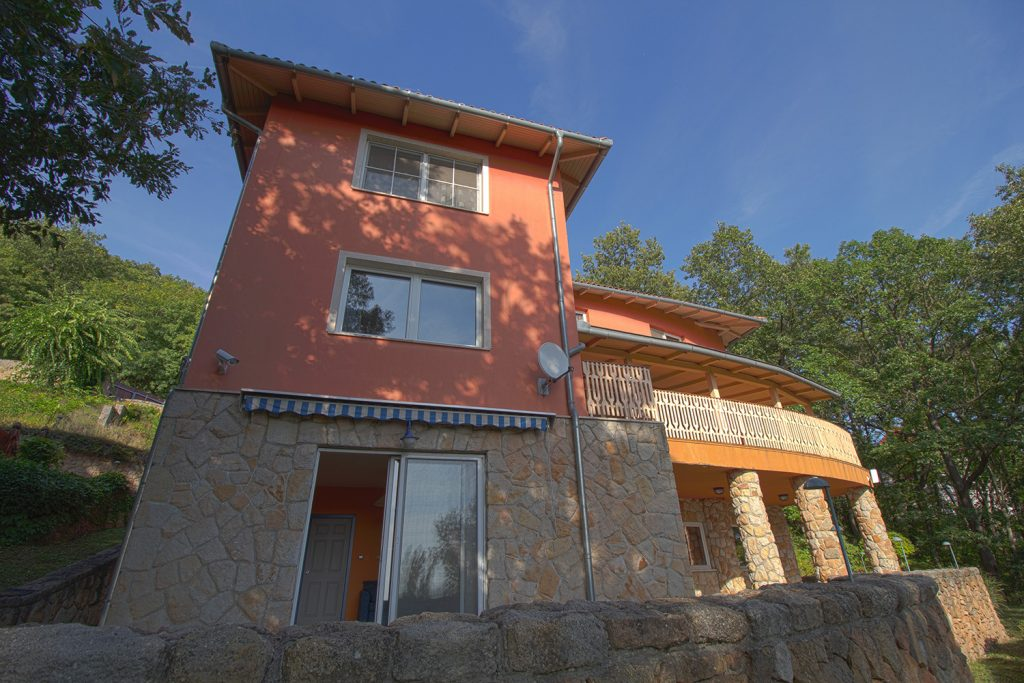 Home and Luxury in Pilis